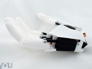 Youbionic phát triển tay giả giá rẻ bằng phương pháp in 3d